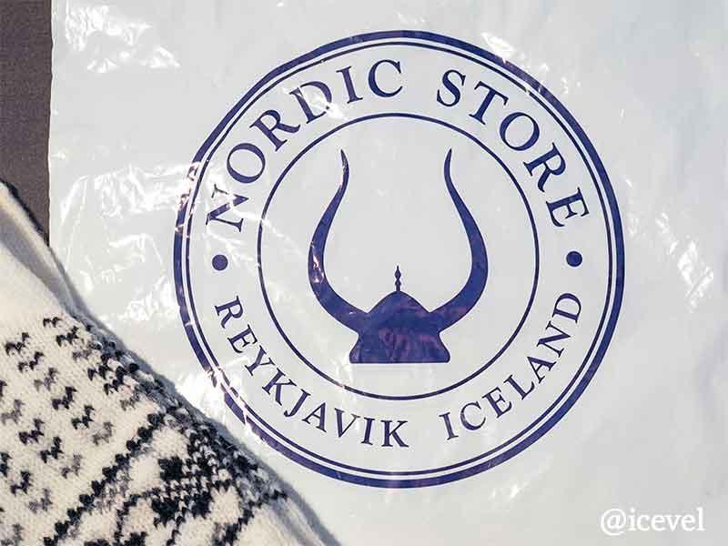 ノルディック・ストアのロゴが印刷された袋