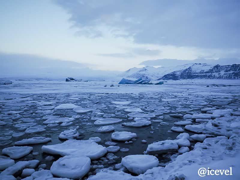 ヨークルスアゥルロゥン氷河湖の画像