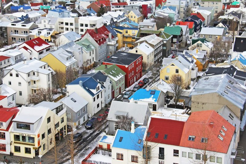 レイキャビクの街を高い場所から見た光景